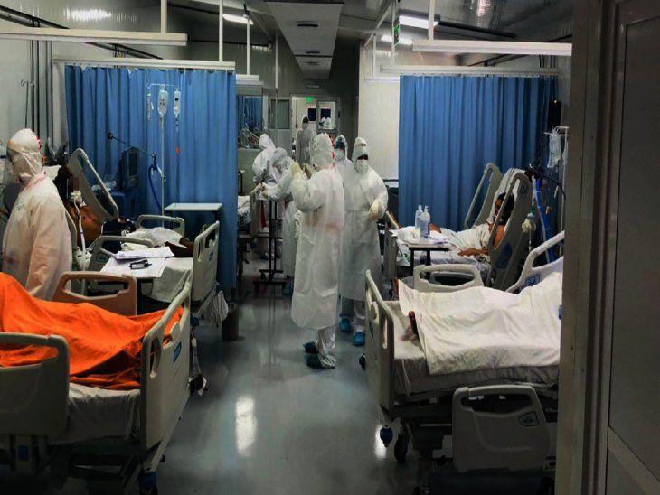 Hospitales públicos desbordan de pedidos de ingresos por Covid-19